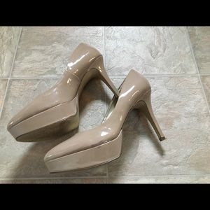 Guess platform nude patent leather heels